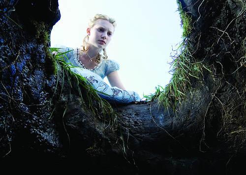 Alice aux Pays des Merveilles - Le trou