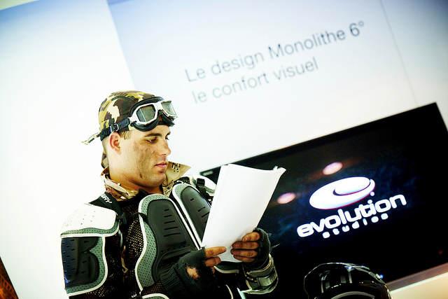 Photo de l'animateur tenant la liste des participants