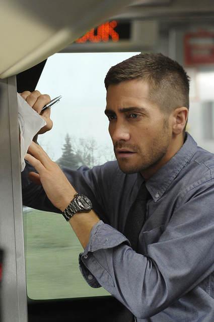 Photo - Jack Gyllenhaal en plaine rédaction sur un morceau de papier