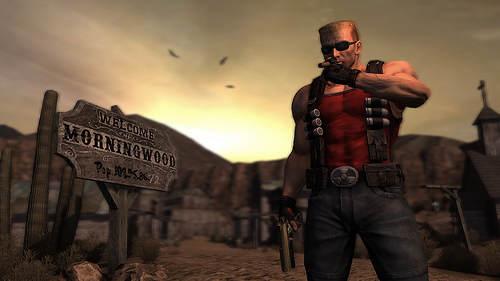 Duke Nukem prend la pose devant une pancarte de bon goût : Morningwood, soit