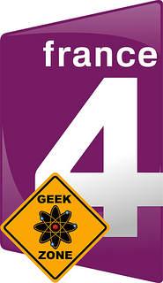 """Logo France 4 agrémenté d'un panneau """"geek zone"""""""