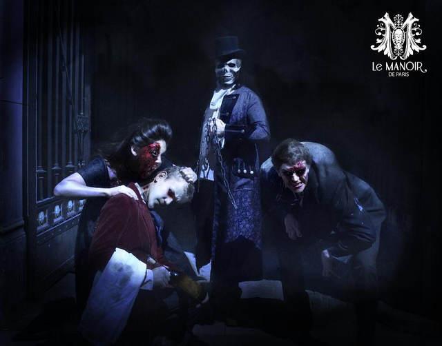 Vampires, squelettes, Quasimodo, on trouve de tout sur les photo du Manoir