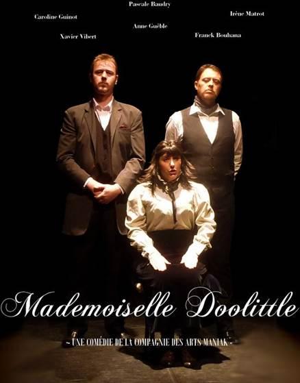 Mademoiselle Doolitle se tient comme une dinde (avec son chapeau à plumes, c'est raccord)