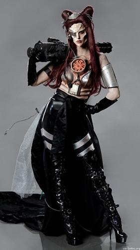 JunkYard Cyborg par Nicole Chilelli