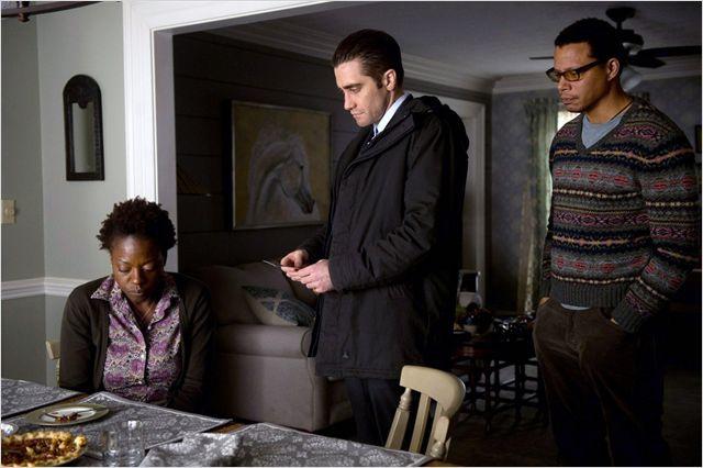 Le détective interroge une des familles dont un enfant a disparu