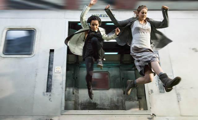Triss saute d'une train en marche