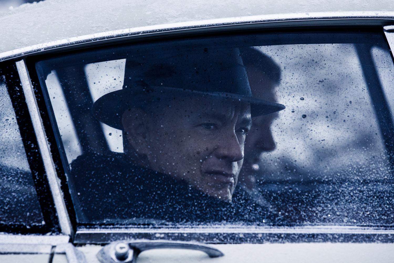 Brooklyn lawyer James Donovan (Tom Hanks) est une homme ordianire placé dans des circonstances extraordianires dans Le Pont des Espions, réalisé par Steven Spielberg.